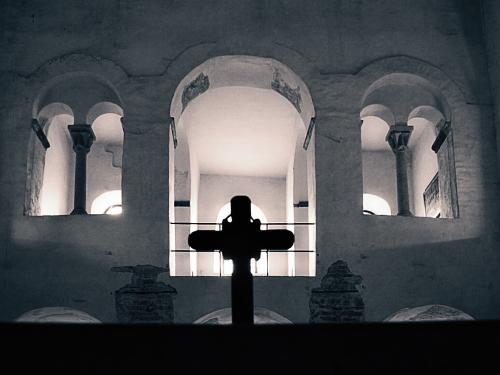 WIKIPEDIA: Cesarskie Opactwo Corvey (niem. Fürstabtei Corvey) - dawne benedyktyńskie opactwo nad rzeką Wezerą, 2 km na północny wschód od Höxter, w Nadrenii Północnej-Westfalii. W 2014 roku opactwo zostało wpisane na Listę Światowego Dziedzictwa UNESCO