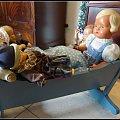 retro kołyska i lalki