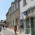 Uliczka w miasteczku, budynek poczty L'Ile #aux #Moines #owoce #figi