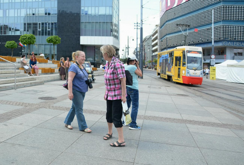 Ewa, Lidia i Ela zaczajona na tramwaj :))