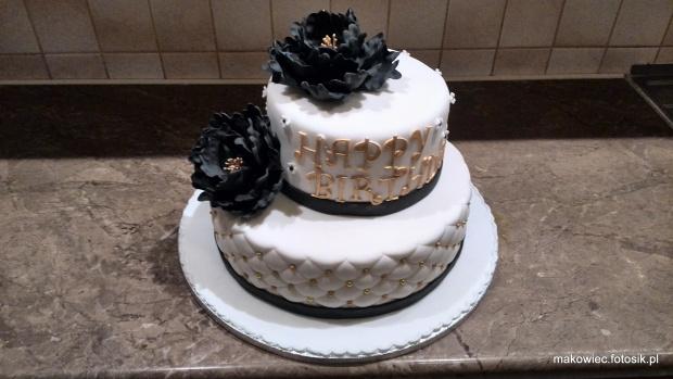 Torcik urodzinowy biało czarno -złoty #wesele #tort #weselny #tort #okazjonalny #tort na #urodziny #czarne #kwiaty